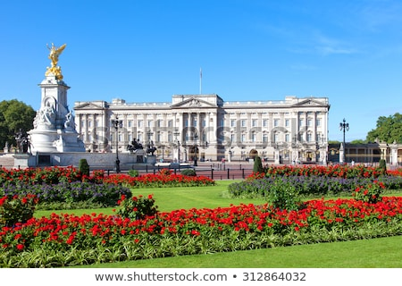 Buckingham · Palace · Londen · gebouw · veiligheid · zomer · reizen - stockfoto © vichie81