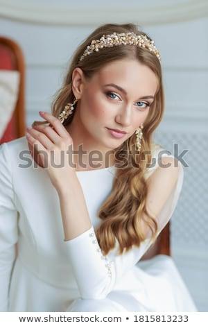 jóvenes · femenino · moderna · vestido · posando · belleza - foto stock © gromovataya