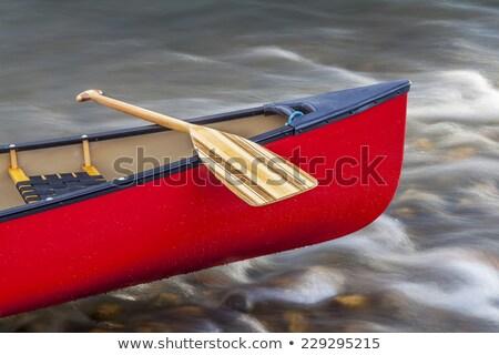 赤 カヌー 浅い 川 弓 ロープ ストックフォト © PixelsAway