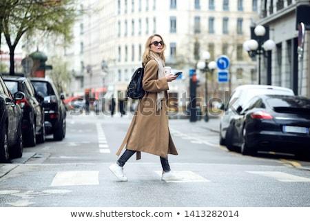 Yürümek kafein mutlu genç kadın bağbozumu Stok fotoğraf © Fisher