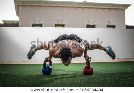 Fiatal testépítő kézenállás crossfit tornaterem férfi Stock fotó © wavebreak_media