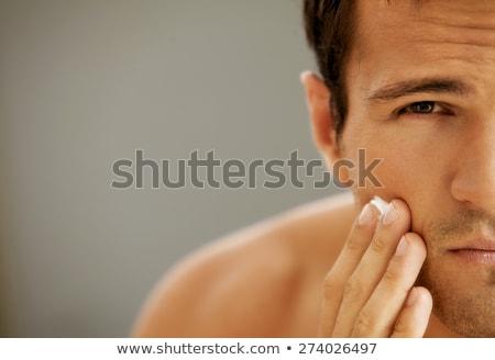 Fiatalember néz kamera fiatal izmos férfi Stock fotó © deandrobot
