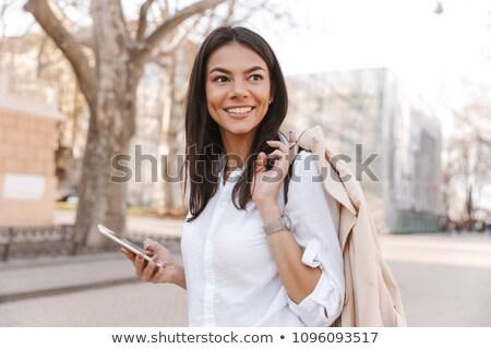 zijaanzicht · glimlachend · brunette · vrouw · shirt - stockfoto © deandrobot