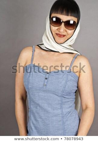 Eenvoudige tank top vrouw bril Stockfoto © toyotoyo