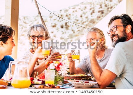 senior · vrouw · dining · tuin · tabel - stockfoto © photography33