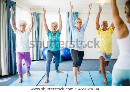 Senior yoga concentratie dame zeventig oefening Stockfoto © lisafx