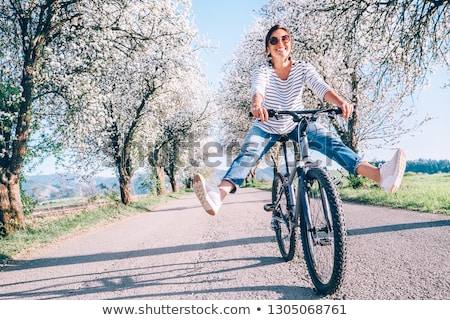 kadın · bisiklet · çift · maruz · kalma · çıplak · gün · batımı - stok fotoğraf © amok