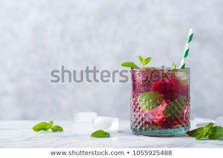 frescos · frambuesa · hojas · fondo · rojo · planta - foto stock © digifoodstock