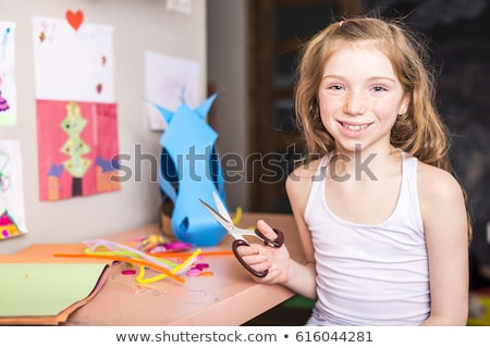 Jeune fille imagination carton papier fille école Photo stock © Lopolo