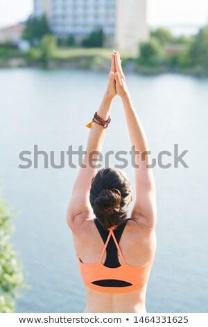 背面図 女性 ビーズ ブレスレット 立って 湖 ストックフォト © pressmaster