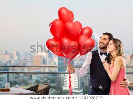Mulher vermelho coração balões Cingapura Foto stock © dolgachov