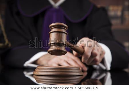 Sala sądowa sędzia mężczyzna czarny lustra sprawiedliwości Zdjęcia stock © JanPietruszka