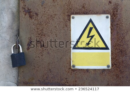 Nagyfeszültség fényes háromszög citromsárga figyelmeztető jel izolált Stock fotó © evgeny89