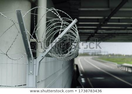 危険標識 有刺鉄線 フェンス 建物 ストックフォト © aspenrock