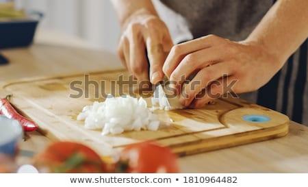 Cook peau oignon mains alimentaire Photo stock © OleksandrO