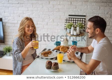 paar · eten · ontbijt · jonge · lezing · boeken - stockfoto © boggy
