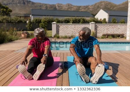 altos · encajar · feliz · mujer · estera · de · yoga - foto stock © wavebreak_media