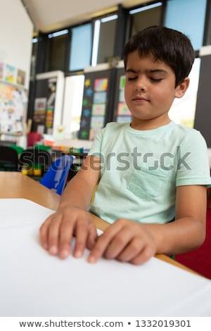 Vue aveugle garçon lecture Photo stock © wavebreak_media