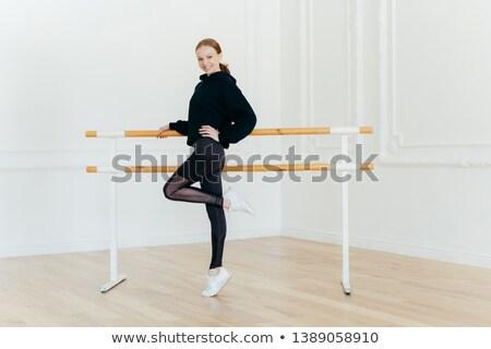 Satisfeito feminino bailarina um em estúdio Foto stock © vkstudio