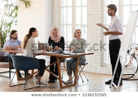 Giovane presentazione ufficio imprenditore gruppo manager Foto d'archivio © czaroot