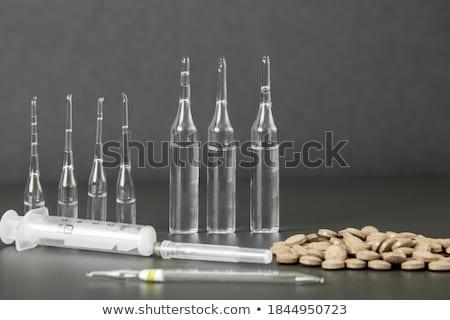 Médicos informe verde claro pastillas jeringa Foto stock © tashatuvango