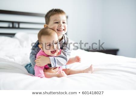 Frère soeur jouer lit portrait sourire Photo stock © Kzenon