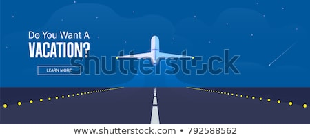 Witte vliegtuig landingsbaan af mistig Stockfoto © microolga