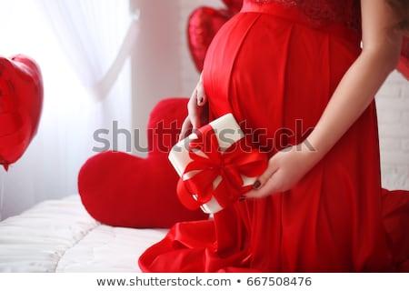 aranyos · terhes · nő · tart · piros · szív · alakú - stock fotó © nejron