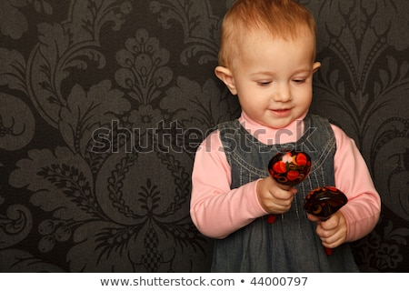 Nina rojo tradicional vestido cuchara de madera Foto stock © RuslanOmega