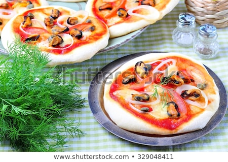 Mini pizza tiempo servido huevo frito Foto stock © badmanproduction