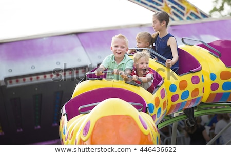 парк с аттракционами дети счастливая семья уик-энд вектора стиль Сток-фото © curiosity