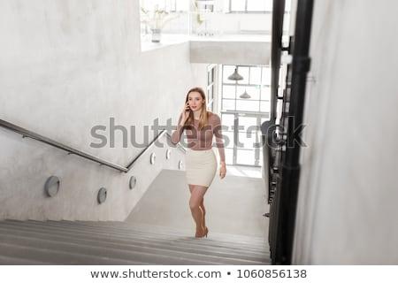 Сток-фото: деловая · женщина · смартфон · ходьбе · наверх · деловые · люди · технологий