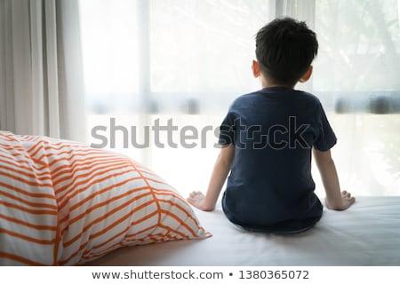 pequeno · menino · sessão · cama · casa · casa - foto stock © Lopolo