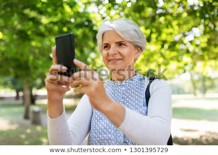 старший женщину ячейку лет парка Сток-фото © dolgachov