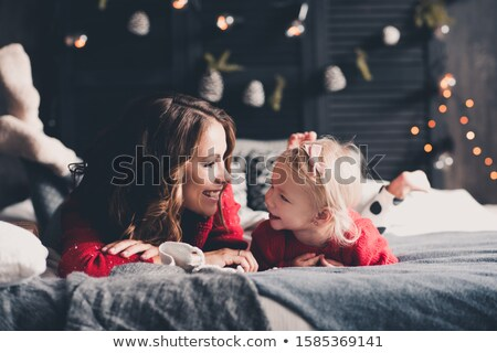 Młodych matka ciepły trykotowy czerwony sweter Zdjęcia stock © vkstudio