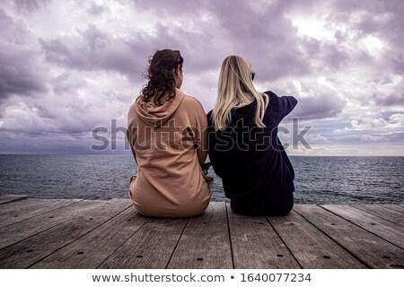 Casual casal olhando fabuloso quadro Foto stock © feedough