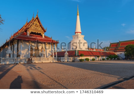 Tempel buddha standbeeld vergadering positie Stockfoto © Yongkiet