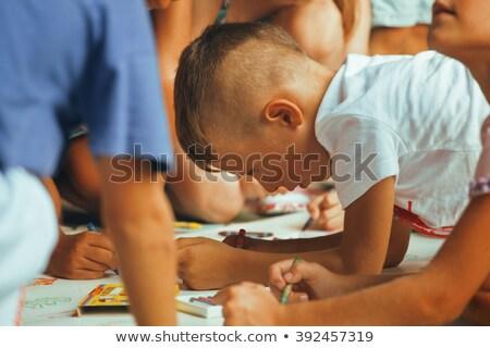 Pequeno bonitinho menino companhia pintura festa de aniversário Foto stock © iordani