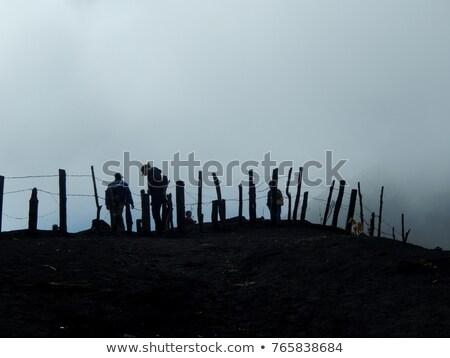 Homem refugiado outro lado cerca ilustração Foto stock © lenm
