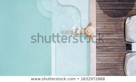 Vrouw strohoed ontspannen zwembad bodem perfect Stockfoto © cookelma