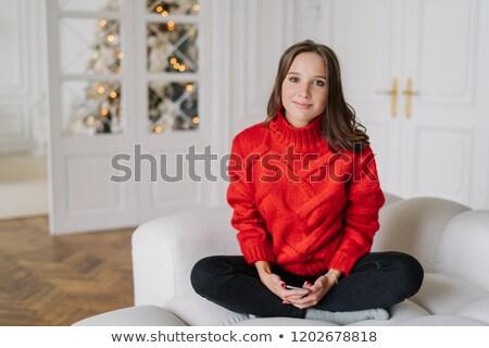 Foto cute europese vrouw donker haar huiselijk Stockfoto © vkstudio