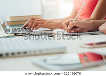 dziewczyna · praca · domowa · online · edukacji · powrót · do · szkoły · szczęśliwy - zdjęcia stock © illia