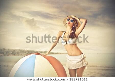 Belo mulher jovem posando biquíni bola de praia mulher Foto stock © iko