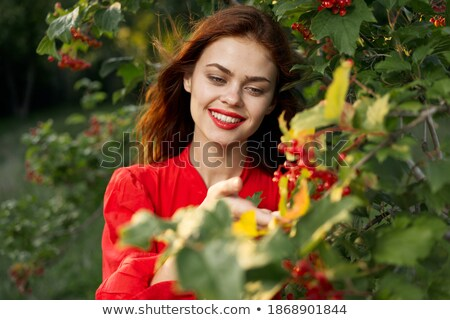 mujer · rojo · bayas · aire · libre · sonrisa · madera - foto stock © Victoria_Andreas