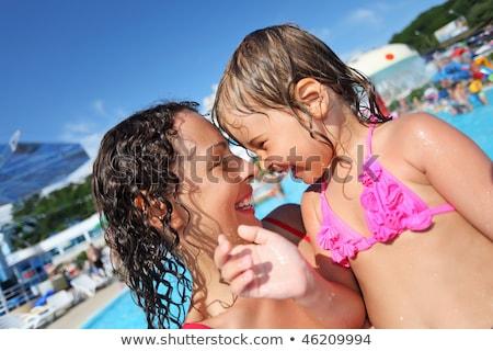 souriant · belle · femme · petite · fille · piscine - photo stock © Paha_L