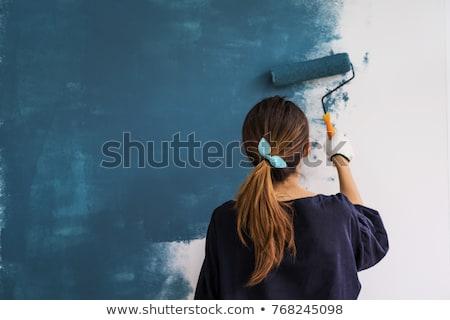 Jong meisje schilderij karton huis tuin ondiep Stockfoto © bubutu