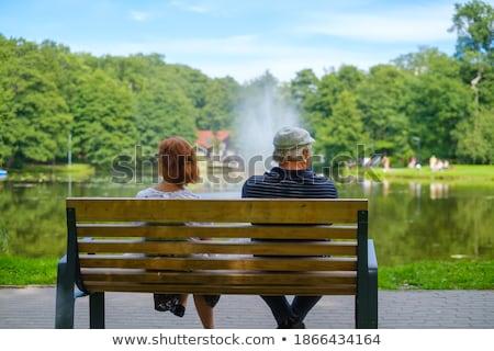 Paar vergadering Maakt een reservekopie fontein gelukkig Stockfoto © Kzenon