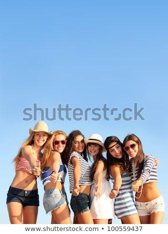 Halfbloed groep tieners zomervakantie vakantie Stockfoto © godfer