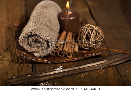 Foto d'archivio: Chocolate Spa With Cinnamon