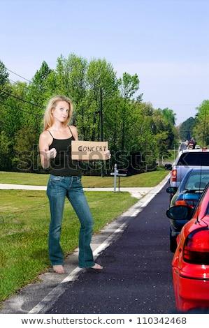 viaje · mujer · feliz · pie · carretera · vacaciones - foto stock © piedmontphoto